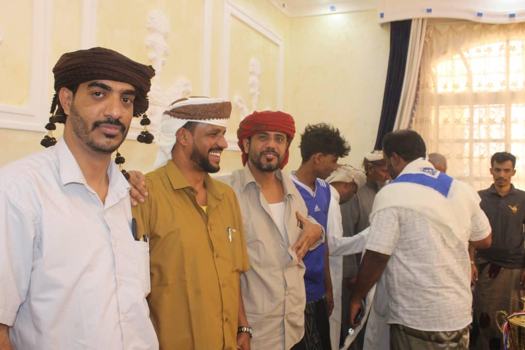 وكيل محافظة المهرة لشؤون الشباب بدر كلشات يستقبل فريق نادي الجزع