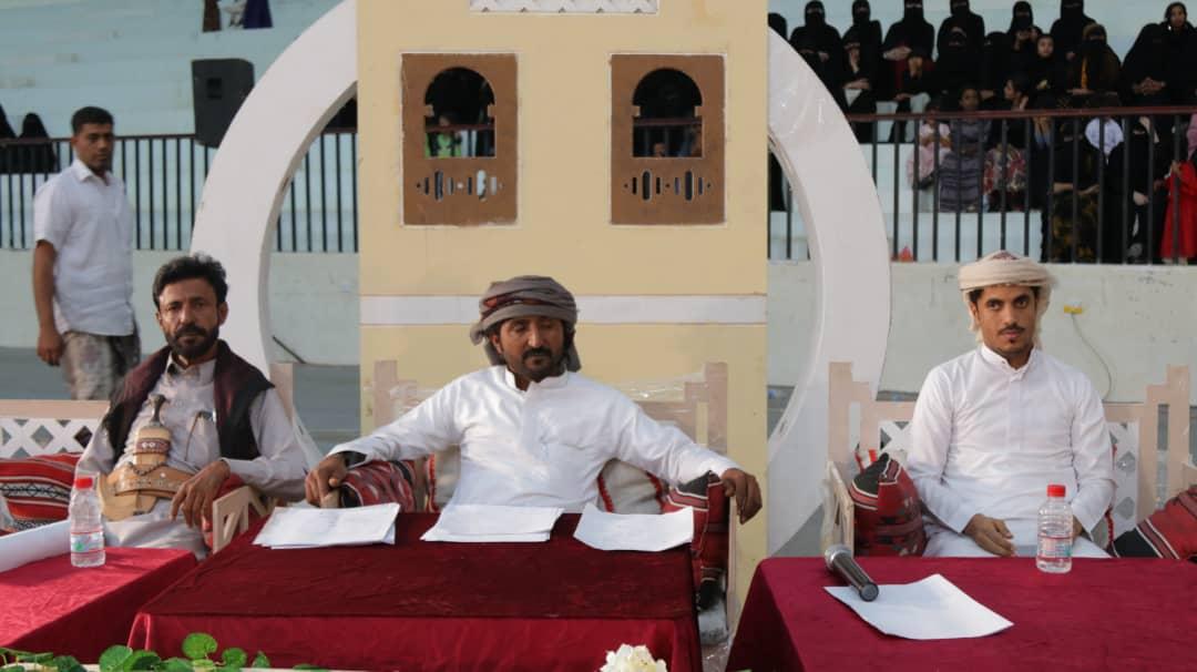 شاهد صورا من تتويج الشبل أبو مدينة زعبنوت ببيرق بمسابقة المنشد المهري