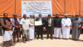 محافظ المهرة يدشن استلام 24400 سلة غذائية مقدمة من سلطنة عمان لأبناء المحافظة