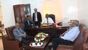 مدير عام الصحة بالمهرة يستقبل وفدا من وزارة الصحة لمناقشة احتياجات المحافظة للاحتراز من كورونا