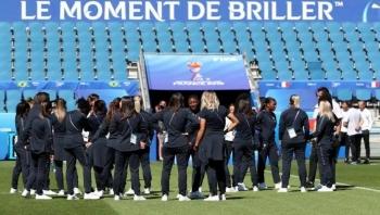 الحكومة تسمح بعودة الجماهير الفرنسية للملاعب في 11 يوليو