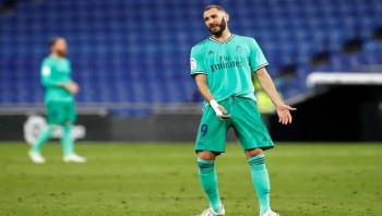 تمريرة بنزيمة الذكية تساعد ريال مدريد على الانفراد بالصدارة