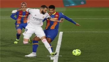 ريال مدريد يقفز للصدارة على أكتاف برشلونة