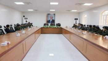 شبوة : وزير الداخلية يناقش سير العمل في الإدارات الأمنية بالمحافظة