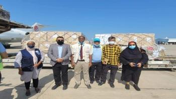 وزارة الصحة تتسلم الشحنة الثانية من لقاح استرازينيكا الواصلة إلى مطار عدن الدولي