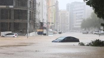 """عُمان تُعلن انتهاء خطورة إعصار """"شاهين"""" وتوجيهات بتقييم الأضرار ومساعدة المتضررين"""
