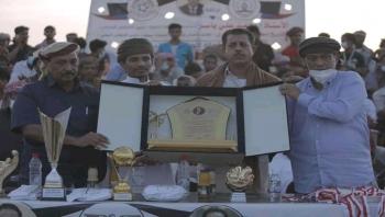 """بمناسبة عيد ثورة 14 أكتوبر المجيدة :الوكيل كلشات يتوج فريق """"الكوكب"""" المهري المتصدر على شباب حضرموت"""