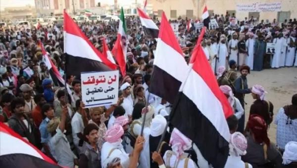 أبناء المهرة يناشدون الرئيس هادي بإقالة المحافظ باكريت من منصبه