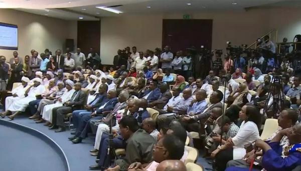 لوموند: لماذا يسعى السودان إلى التطبيع مع إسرائيل؟