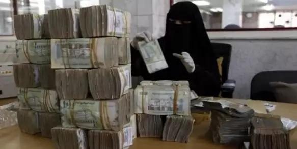الحكومة اليمنية تدعو إلى تحقيق أممي في نهب الأموال
