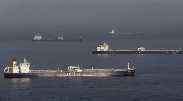أسعار النفط تستقر مع سريان اتفاق خفض الإنتاج