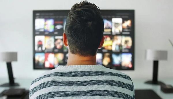 ملهمة ومدمرة.. كيف تؤثر صناعة السينما في مجتمعاتنا؟