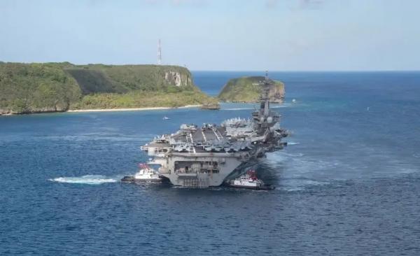 البحرية الأميركية تؤكد إقالة قائد حاملة الطائرات التي تفشى فيها وباء كورونا