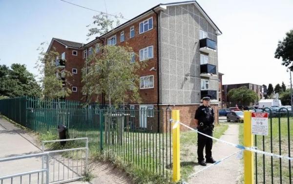 شرطة مكافحة الإرهاب تتهم رجلا بارتكاب 3 جرائم قتل في هجوم بسكين في إنجلترا