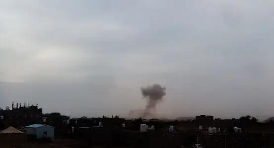 الحوثيون يطلقون صاروخا باليستيا على حي سكني بمأرب