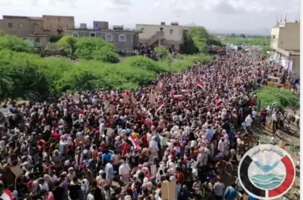 الائتلاف الجنوبي يدعو إلى مظاهرات في شبوة وسقطرى لدعم الشرعية