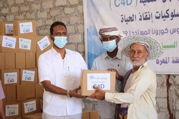 المهرة .. الوكيل الأول يدشن توزيع 1350حقيبة صحية على النازحين والمهمشين بتمويل من منظمة اليونيسف