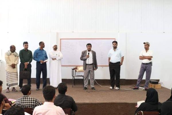 أمين عام محلي المهرة يفتتح قاعات دراسية ومعمل حاسوب بلكلية العلوم التطبيقية