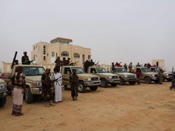 """المهرة..ناشطون يشيدون بالخطوة لحقن الدماء بعد تسليم المتهم بقتل الشاعر """"القميري"""" للجهات الأمنية"""