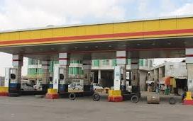 سقطرى.. عناصر متنفذة تتبع الإمارات تغلق محطات الوقود لفرض جرعة جديدة