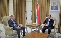 وزير الخارجية.. يؤكد التزام الحكومة بالتعاطي الايجابي مع مساعي تحقيق السلام