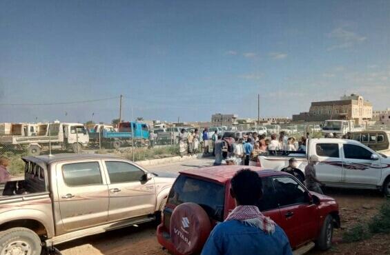 سقطرى.. مواطنون يتظاهرون احتجاجا على احتكار المشتقات النفطية