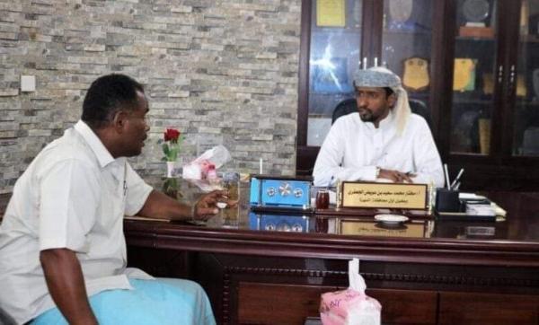 الوكيل الجعفري يناقش مع مدير عام الغيضة عدد من الاحتياجات والإشكاليات بالمديرية