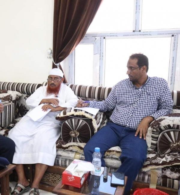 وكيل أول محافظة المهرة يطلع على أوضاع واحتياجات ميناء نشطون
