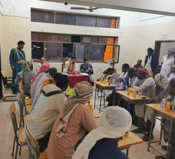 نائب مدير أمن المهرة يقيم ندوة توعوية عن مخاطر الظواهر السلبية لمنتسبي الجالية الصومالية