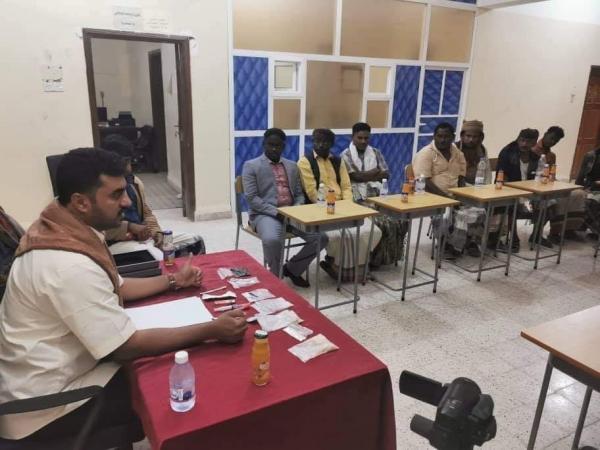 نائب أمن المهرة يقدم ندوة توعوية عن ظاهرة التسول ومخاطر إنتشار آفة المخدرات لفئة المهمشين
