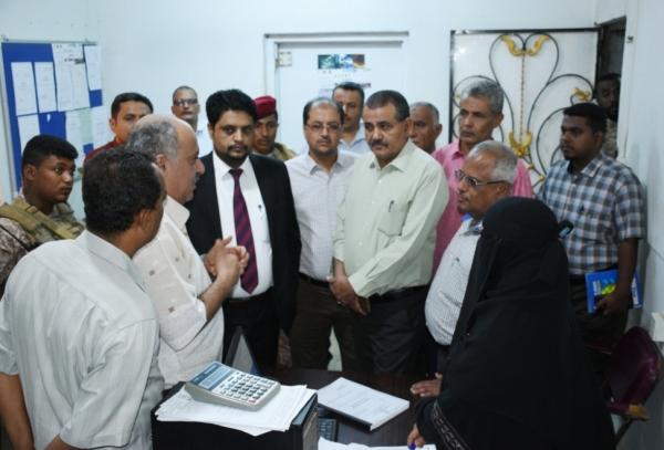 وزير الكهرباء يتفقد كهرباء عدن ويشدد على ضرورة الالتزام بالدوام الرسمي والانضباط الموظفي