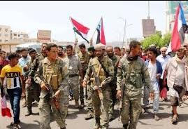عدن .. مسلحون يتبعون الانتقالي يقتحمون منزل محافظ تعز ويختطفون قائد قوات الأمن الخاصة