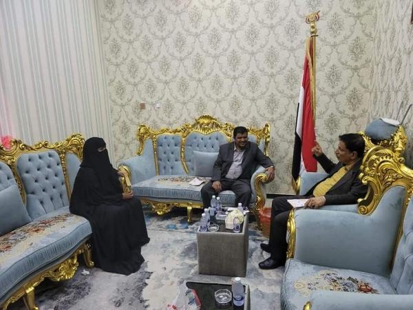 محافظ المهرة يلتقي مديرة الإدارة العامة لتنمية المرأة بالمحافظة