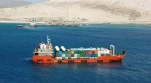 سقطرى.. مليشيا تتبع الإمارات تهدد مدير عام الميناء بالسجن بسبب كشفه إنزال مدرعات إماراتية الى الميناء