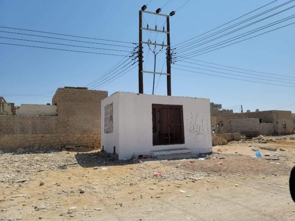 """المهرة : الكهرباء تسلمت مشروع تأهيل الشبكة الداخلية لحارة """"النهضة"""" بالعاصمة الغيضة استعدادا للصيف القادم"""