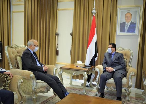 وزير الخارجية يناقش مع السفير البريطاني الجهود المبذولة لتحقيق السلام
