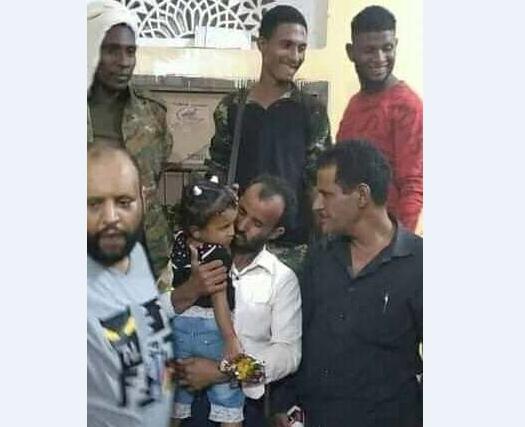 عدن : الشرطة تلقي القبض على مختطف الطفلة أسماء التي تداول ناشطون مقطع الفيديو الذي يوثق عملية اختطافها