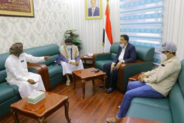 """المحافظ """"بن ياسر"""" يطلع على أوضاع مستشفى الغيضة المركزي ويؤكد على القطاع الصحي"""