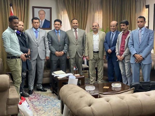 أعضاء بالسلطة المحلية بالمهرة ووفد من منتدى الطالب المهري بمصر يلتقون السفير اليمني بالقاهرة