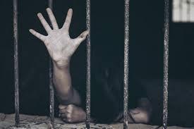 خمسة مختطفين بسجون صنعاء يضربون عن الطعام نتيجة ظروف السجن الإنسانية
