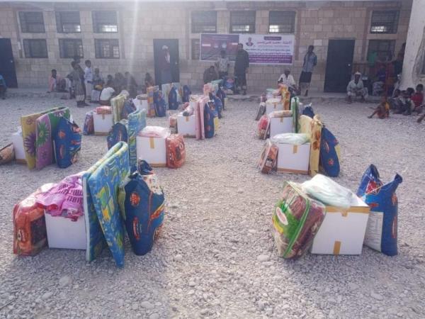 مدير عام مديرية المسيلة يدشن استلام وتوزيع المساعدات المقدمة من أبناء محافظة مسقط العمانية