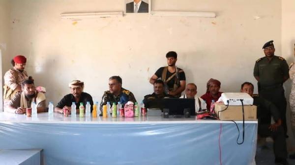 مدير عام الأمن والشرطة بالمهرة يلتقي بالسلطة المحلية وعقّال الحارات وأئمة المساجد بمديرية سيحوت