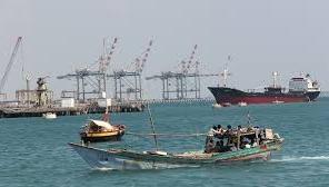 عدن :جهود متواصلة لإزاحة البواخر المتهالكة قرب القناة الملاحية