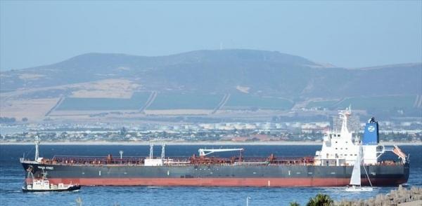 المهرة : موقع بريطاني فريق عسكري للتحقيق في الهجوم على سفينة تجارية يصل مطار الغيضة