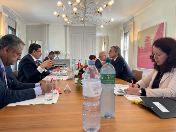 مباحثات تجمع الخارجية اليمنية والسويسرية حول الأوضاع الإنسانية وجهود السلام