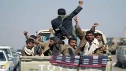 مليشيات الحوثي تحجز أموال وممتلكات 70 مسؤولا بالحكومة الشرعية