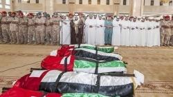 تتكتم على مكان مصرعهم.. الإمارات تعلن وصول جثامين القتلى الستة