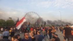 """الجيش يعلن """"التأهب"""" وقطع الإنترنت عن معظم المدن واقتحام مباني 4 محافظات.. ماذا يحدث في العراق؟"""
