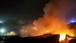 أول استهداف مباشر للنازحين بسوريا.. قتلى وجرحى مدنيون في قصف صاروخي على مخيم بإدلب