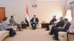 رئيس الحكومة يبحث مع رئيس بعثة الأمم المتحدة الوضع في الحديدة